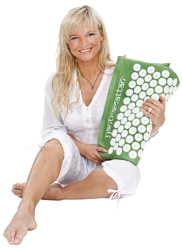 yantra-annelie-sitting-green-low